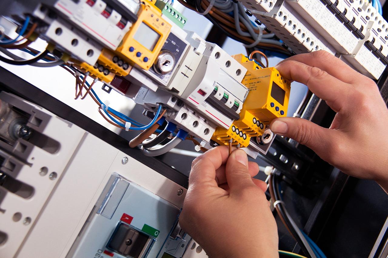 Jak se počítá u revize elektroinstalace cena?