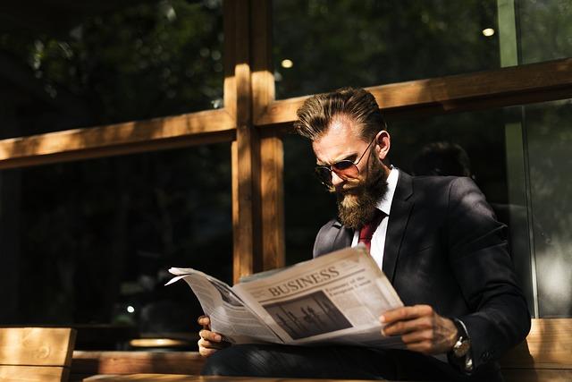 muž a noviny