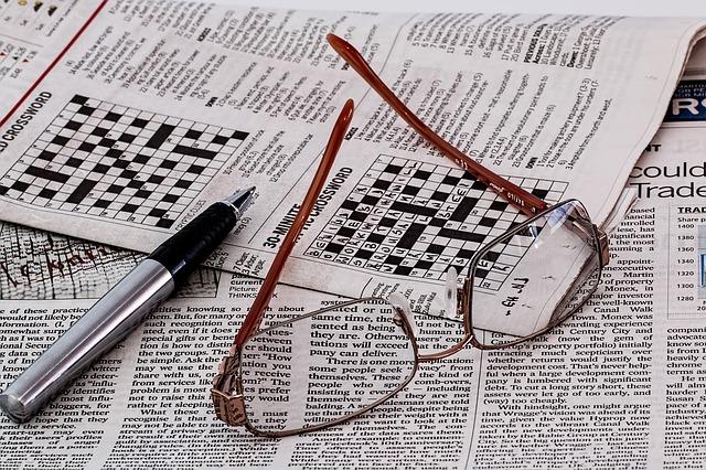 brýle a křížovky